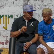 Neymar Sr et son fils, Neymar Jr, cet été au Brésil