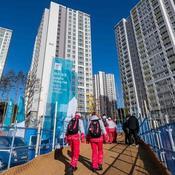 Consoles de jeu, flippers et salles de fitness : visite du village olympique