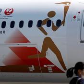 La flamme olympique de Tokyo 2020 arrive au Japon quand brûlent les questions