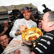 Lewis Hamilton 2015 trophée