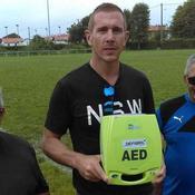 Un défibrillateur à peine inauguré sauve la vie d'un rugbyman
