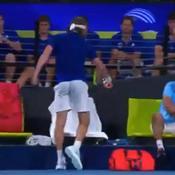 ATP Cup : Tsitsipas blesse son papa avec sa raquette, sa maman vient le houspiller