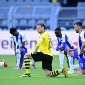 Bundesliga : un genou au sol, des clubs s'engagent contre le racisme