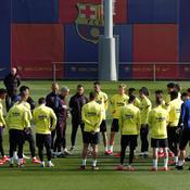 Le FC Barcelone va baisser les salaires, pour limiter les pertes économiques. Mais la réticence de certains joueurs a été très critiquée en Espagne.