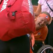 Extenuée, Kiki Bertens quitte les courts ... sur une chaise roulante