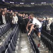 Insulté, le joueur de Tottenham Eric Dier fonce dans les tribunes s'expliquer avec son agresseur