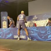 Kimpembe arrose Tuchel au champagne en pleine conférence de presse (vidéo)