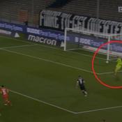 Le but gag du gardien de Leverkusen heureux de faire «rigoler» les gens
