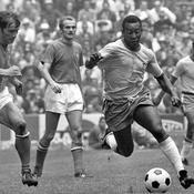 Le dernier maillot de Pelé avec le Brésil vendu 30.000 euros