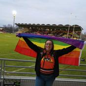 Le drapeau LGBT d'une spectatrice interdit pendant un match des Dragons Catalans ?