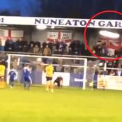 Un gardien anglais rate un penalty… et casse l'éclairage en tribune