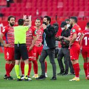 Liga : l'arbitre de Séville-Grenade rappelle les joueurs pour disputer une minute oubliée