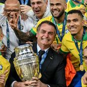 Malgré le Covid-19, les footballeurs brésiliens doivent rejouer pour «nourrir leur famille» selon Bolsonaro