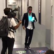Musique et enceinte lumineuse, arrivée décontractée pour Neymar au Stade de France