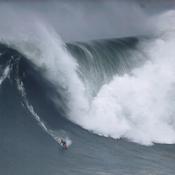 Nazaré Tow Surfing Challenge : Une Française à l'honneur sur l'une des plus grosses vagues du monde