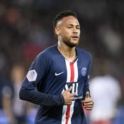 Neymar a sa sculpture de trois mètres de haut à Paris