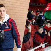 Mesut Özil et Gunnersaurus