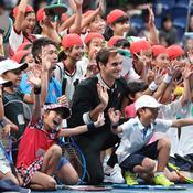 Roger Federer présente sa tournée d'exhibition en mode rock-star dans une vidéo