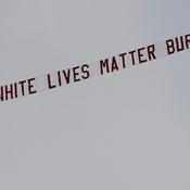 Une bannière «White Lives Matter» tirée par un avion survolant Manchester