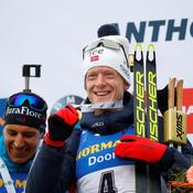 Biathlon : Johannes Boe fond sur Martin Fourcade