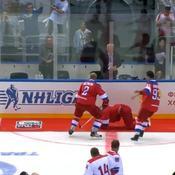 Hockey : Vladimir Poutine chute lors d'un match de gala