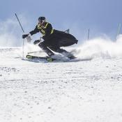 Skieur en cape