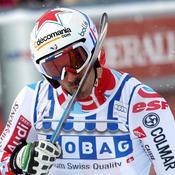 Théaux embrasse ski.