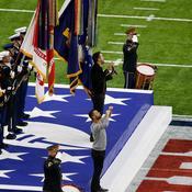 Le chanteur Luke Bryan interprète l'hymne américain