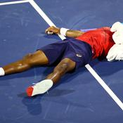 Dans la douleur, Djokovic stoppe la folle série de Monfils
