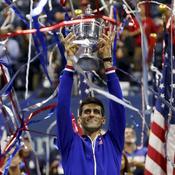 Djokovic soulève trophée