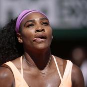 Serena tire la langue