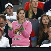 Le pull rose bonbon de Mirka Federer fait sensation sur les réseaux sociaux