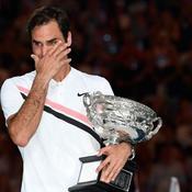 Les larmes de Roger Federer après avoir reçu le trophée