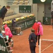Pluie, vent et froid : Azarenka décide de quitter le court sans autorisation