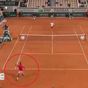 Roland-Garros : le sublime coup entre les jambes de l'inconnu Ymer contre Djokovic