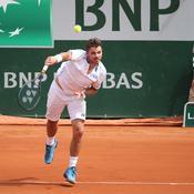 Roland Garros : un ramasseur de balle se prend un service de Wawrinka en plein visage