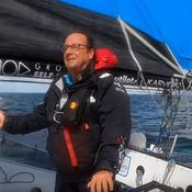 François Hollande découvre la haute vitesse à bord d'un trimaran de course et se blesse à la tête