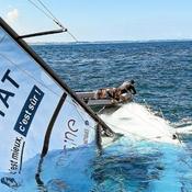 Le bateau d'un marin de la Solitaire coule après avoir heurté une bouée (vidéo)