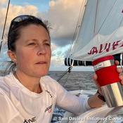 Sam Davies repartie hors course dans le Vendée Globe : «Dès que je vais aller vite, je vais penser à mon accident»