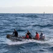 Kevin Escoffier à bord du bateau de la Marine Nationale
