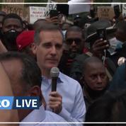 «Je vous entends»: le maire de Los Angeles s'agenouille en solidarité avec les manifestants