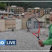 Confinement: deux jeunes Italiennes s'adaptent et jouent au «tennis de toit»