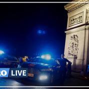 Gyrophares et menottes à terre, les policiers manifestent de nuit devant l'Arc de Triomphe