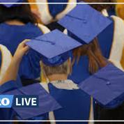 États-Unis: une remise de diplôme émouvante depuis le salon familial