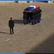Marche funèbre : le cercueil de Jacques Chirac quitte la cour d'honneur des Invalides