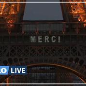 Des messages de remerciement pour le personnel soignant projetés sur la tour Eiffel