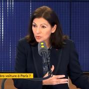 «On va continuer à diminuer la place de la voiture», promet Anne Hidalgo