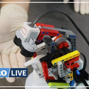 Avec des legos, un réfugié syrien fabrique un robot distributeur de gel hydroalcoolique