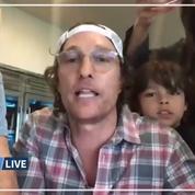 L'acteur américain Matthew McConaughey anime à distance un bingo pour des retraités