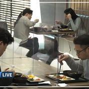 Coronavirus: des parois en plastiques entre les tables d'une cantine coréenne